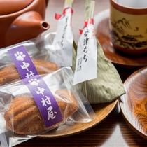 *お部屋にはお茶菓子とお茶をご用意しております