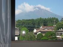 富士山が見える洋室