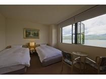 山中湖を一望の洋室2011-6