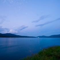 目の前は山中湖