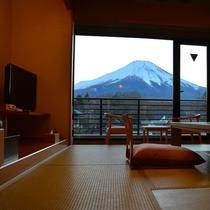 『富士山見るならこの部屋』 和室10畳(3階 富士山側)