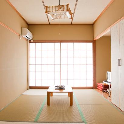 (客室)シンプルで落ちついた和室
