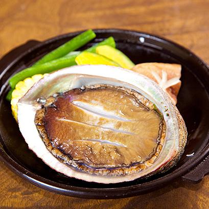 (夕食)身が厚く食べ応えがあるあわびの姿焼き