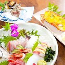 (夕食)地魚お造り、サザエ、伊勢海老の豪華競宴