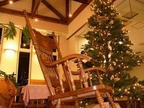 ロッキングチェアとクリスマスツリー