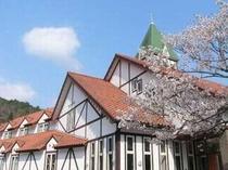 モンテローザ 外観と桜