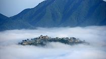 *【竹田城】早朝に濃霧が発生すると城が雲海に浮かんでいるように見えます
