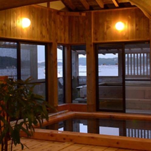 総ヒノキ造りの大浴場(外には露天風呂!)