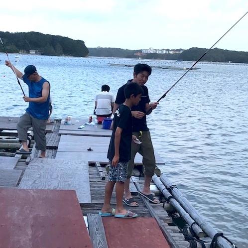 当館隣接の桟橋で海釣り♪