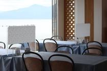 【お食事会場例】1階レストランフラミンゴ アクリル板を設置しております。