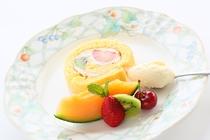 手作りならではの甘さをおさえたケーキとフルーツ、アイスクリームが料理の最後を引き立てます!