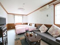 富士山麓の大自然を十分に堪能できる、開放的で明るい客室