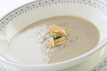 野菜の素材を生かした、温かいスープを朝夕ご用意します。