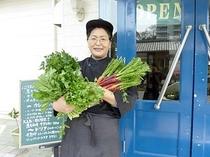 地元の農家さんから新鮮な野菜が届きました。