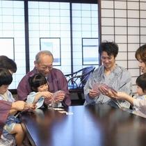 【3世代】じぃじ、ばぁばとの旅行はゆっくりお部屋で遊ぶ