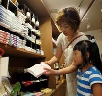 【売店】上田名産品から和小物まで豊富に揃えています