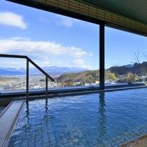 【展望風呂】7階の大浴場からは塩田平と山々の景色が一望