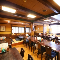 ■朝食バイキング会場 テーブル席と小上がり席がございます。