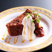 ■秋の自家製デザート一例。クルミ入りシフォンケーキ。