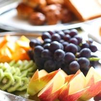 ■朝食バイキング フルーツもご用意しております。