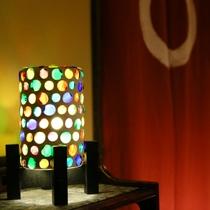 ◆45年前から明かりを深志荘に癒しの光を当ててくれているモザイク照明。