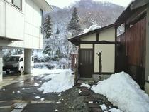 【貸切露天風呂 入口】冬シーズン