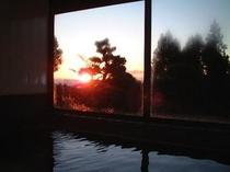 朝日も浴びながらの朝風呂は格別♪