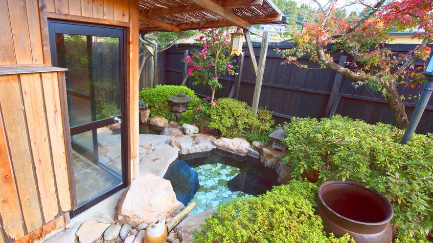 ・日本庭園に囲まれた専用露天風呂
