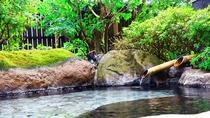 ・源泉掛け流しの湯布院の天然温泉を、心ゆくまでご堪能ください
