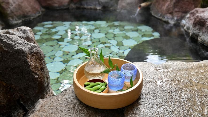 ・日本庭園に囲まれた客室露天風呂