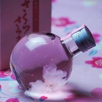 桜の花の入った、桜の香り漂う甘酸っぱいリキュール