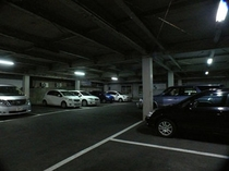 屋根つきの無料駐車場だから雨の日も雪の日も安心