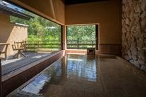 客室内半露天風呂の一例