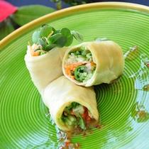 野菜ト海老の湯葉春巻き