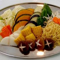 お肉や野菜を炭火でジュ〜!!みんなでワイワイBBQをお楽しみ下さい。(食材一例)