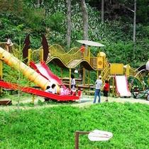ローラー式の滑り台やハンモックやスライダー…トリムコーナーは子供達に大人気です♪