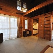 *【部屋(Villa6号)】villaの内装には無垢の木が使われています。吹き抜けの高い天井が気持ち