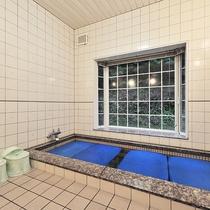 *【風呂(浴場)】コテージには共同のお風呂がございます。ボディーソープやシャンプー等も完備★