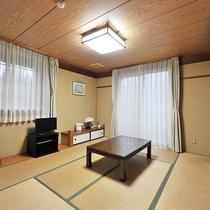 *【部屋(和室8畳・コテージ内)】畳でごろごろ♪テレビ・冷暖房完備で快適にお過ごしいただけます。