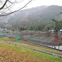 *【屋外施設(テニスコート)】ボール・ラケットのレンタルもあります!