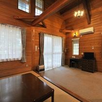 *【部屋(Villa5号)】villaの内装には無垢の木が使われています。吹き抜けの高い天井が気持ち