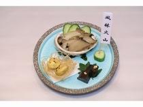 別注料理:アワビの煮貝