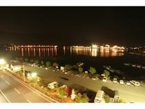 客室から見た夜の河口湖畔