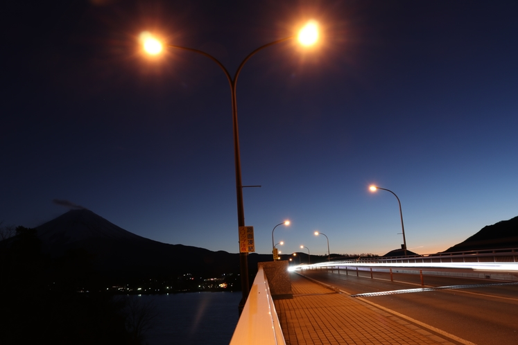 河口湖大橋と富士山