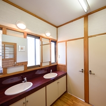 二階共同女性トイレ