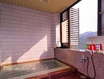 中風呂は源泉かけ流しで更によいお湯を・・・