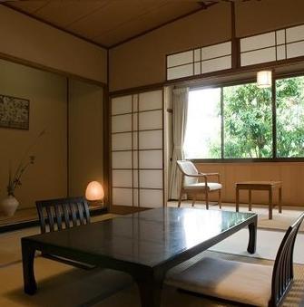 【風景館(本館)】木造のモダンな和室8畳(お食事処)<2階>