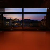 大浴場からの夕暮れの景色