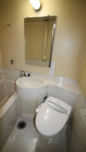 【旧館 トイレ一例】ユニットバスタイプです。※ユニットバスはご使用いただけません。