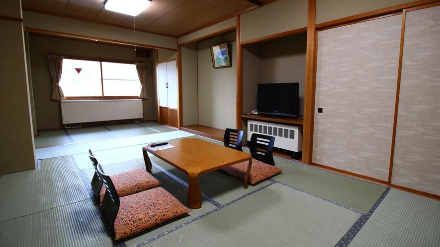 自然を望む眺望客室【和室15~17畳】窓から山頂を結ぶゴンドラもご覧いただけます。